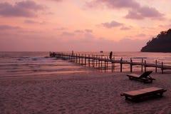 在酸值Kood热带海岛上的日落  免版税库存照片