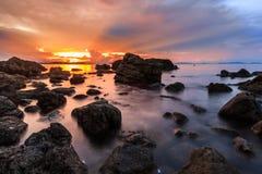 在酸值matra海岛上的日落在泰国 图库摄影