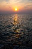 在酸值Munnork海岛的日出海滩 免版税库存照片