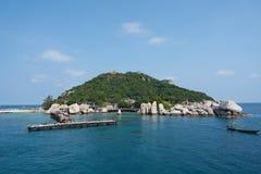 在酸值Phangan附近的海岛 免版税图库摄影