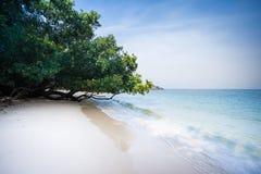 在酸值Phayam的热带海滩 图库摄影