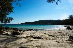 在酸值rong柬埔寨的海滩与海在背景中 免版税库存照片