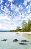 在酸值rong海岛上的长滩在柬埔寨 库存照片