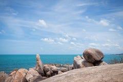 在酸值Samui,泰国海岛的岩石。 库存照片