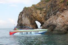 在酸值Talu附近的速度小船 免版税图库摄影