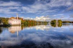 在醇厚的秋天金黄秋天的土耳其浴在凯瑟琳公园,普希金,圣彼得堡,俄罗斯 图库摄影