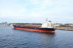 在里加口岸的货船 免版税库存照片