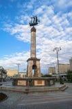 在里加喷泉的纪念碑在Rizhskiy火车站前面的小公园在莫斯科 免版税库存照片