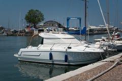 在里米尼,意大利港的游艇  库存照片