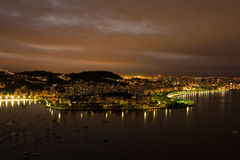 在里约热内卢的夜视图从老虎山峰顶 免版税库存图片