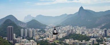 在里约热内卢的直升机 免版税库存图片