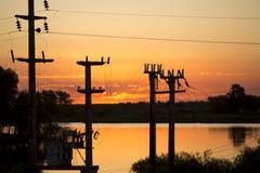 在里约de la Plata有电线的,阿根廷的日落 免版税图库摄影