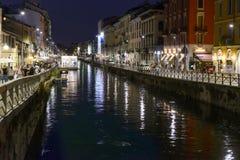 在重创的Naviglio,米兰,意大利的夜生活 免版税库存图片