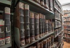 在重点的变老的,非常旧书和迷离 免版税库存图片