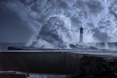 在重的风暴下的烽火台 免版税图库摄影
