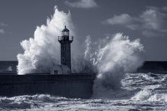 在重的风暴下的红外老灯塔 免版税库存照片