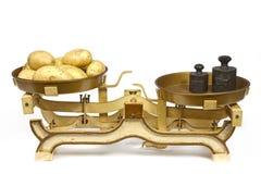 在重量的土豆 免版税库存图片