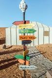 在野营的帐篷的装饰在沙漠 库存照片