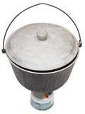 在野营的煤烟灰罐上看法在煤气喷燃器的 免版税库存图片
