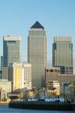 在金丝雀e伦敦泰晤士查阅码头间 免版税库存照片
