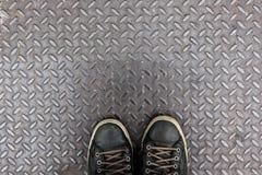 在金刚石铁板材的鞋子 库存图片