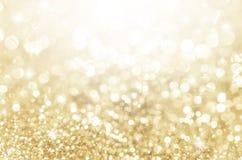在金子的光有星bokeh背景 免版税库存图片
