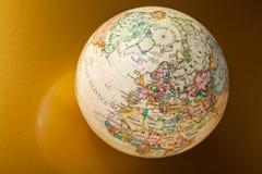 在金子的地球 免版税库存照片