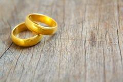 在金子的婚戒。 免版税库存图片