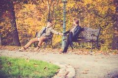 在金子秋天的夫妇 图库摄影