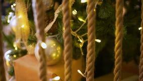 在金子颜色的圣诞树装饰 股票录像