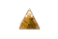 在金字塔的金黄乌龟用水隔绝了白色背景 免版税库存图片
