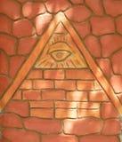 在金字塔的镭眼睛标志 库存照片