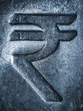 在金属不锈钢的卢比标志 免版税库存照片