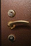 在金属保险柜门的把柄 图库摄影