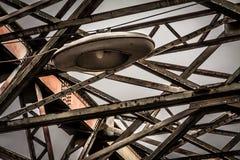 在金属修筑的老桥梁 免版税库存图片