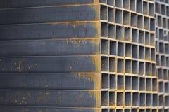 在金属制品仓库金属化外形管子组装的长方形横断面 库存图片