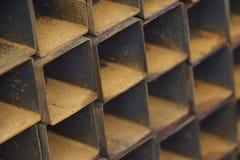 在金属制品仓库金属化外形管子组装的长方形横断面 图库摄影