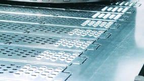 在金属板的孔在盖印由新闻以后 现代金属工艺技术 影视素材