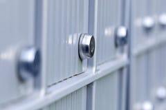 在金属的真正的公寓邮箱在现代居民入口  图库摄影