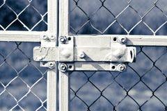 在金属篱芭的老锁 免版税图库摄影