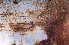 在金属,老被佩带的墙壁的铁锈 免版税库存照片