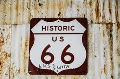 在金曼亚利桑那的路线66标志 库存照片