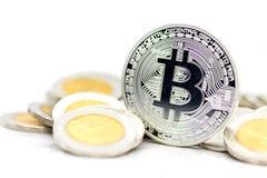 在金牌安置的位硬币银有白色背景,使用当企业概念 免版税库存照片