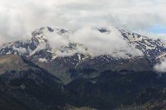 在金牛座山的雪峰顶 库存照片