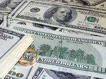 在金钱的婚戒 免版税库存照片