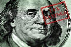 在金钱顶部的报税表 免版税图库摄影