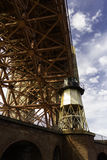 在金门大桥的灯塔 免版税库存照片