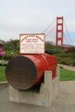 在金门大桥的缆绳纪念碑 免版税图库摄影