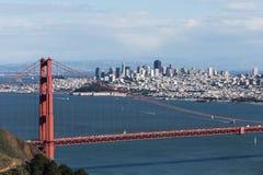 在金门桥和旧金山的看法 免版税库存照片