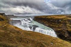 在金黄圈子的古佛斯瀑布瀑布在冰岛 免版税库存照片
